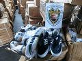 Colníci zhabali falošnú značkovú obuv a tričká za viac ako 100 000 eur