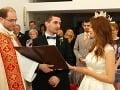 Ženích Adam sľubuje svojej manželke lásku a vernosť.