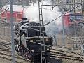 Návštevníci na festivale parných lokomotív v Drážďanoch. Bol tu vystavený aj najväčší parný stroj z Nemecka.