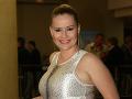 Herečka Zuzana Haasová si obliekla šaty, v ktorých jej trčali faldíky.