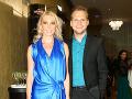 Speváka Martina Chodúra si na párty strážila jeho o 16 rokov staršia priateľka Ivona Selníková. Dvojica bola, ako to už býva zvykom, farebne zladená. Nielen oblečením, ale aj chrupom.