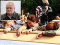 Strelec Milan Juhász a zábery z pohrebu obetí.