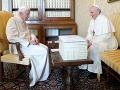 Benedikt XVI. sa vrátil do Vatikánu: Privítal ho nový pápež František