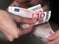 Slobodní rodičia, pozor: Smeráci navrhujú platenie úrokov z omeškaného výživného