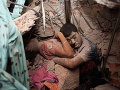 Tragický symbol lásky: Mŕtvi milenci v objatí a zavalení troskami textilky!