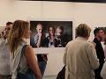 Na výstave Aj málo je veľa si môžu návštevníci pozrieť autentické zábery zo života Slovenského Červeného kríža, doplnené o fotografie Martina Črepa