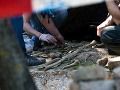 Hrôzostrašný nález neďaleko Púchova: Pri kamenistej ceste sa povaľovali ľudské kosti so zbraňou!