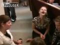 Neprítomný pohľad a bľabotanie: Takto vymývajú mozgy v kostole?!
