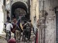 Zdesenie v Sýrii: Lekári hlásia desiatky prípadov použitia chemických zbraní