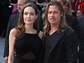 Angelina Jolie po boku partnera Brada Pitta vystúpila verejne po prvý raz od amputácie prsníkov.
