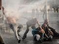 Rozsiahle demonštrácie v Turecku: Zadržali 1700 ľudí, najmenej 173 zranených!