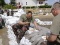 V Komárne bojujú s komármi aj so spodnou vodou: Škody budú veľké