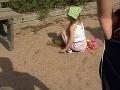 Rodičia na Považí v strachu: Sexuálny úchyl ukazuje deťom na ihrisku zvrhlosti!