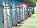 Väzenský škandál: Dozorcovia pomáhali piťovcom, lietajú v tom aj právnici!