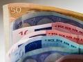 Poriadne drahé objatie: Žena sa pritúlila k mužovi a okradla ho o 65 eur