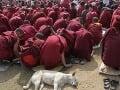 Mnísi v ohrození života: Posvätným budhistickým centrom otriasli výbuchy!