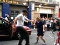 Slovenskí taxikári, toto musíte vidieť: Írsky kolega bavil celú ulicu!