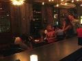 Senzácia v reštaurácii: Blondínka sa vyzliekla a spravila pikantné FOTO!