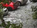 Na Slovensku vyčíňa počasie: Ľad z krúpov zasypal mestá a dediny!