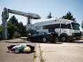 Nelegálny tovar, ktorý našli colníci pri kontrole motorového vozidla na hraničnom priechode Berg.