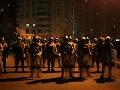 Kým Mursího prívrženci demonštrujú, armáda ukazuje svoju silu