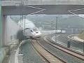 Rušňovodič vykoľajeného vlaku: Stráži ho polícia, budú ho vyšetrovať