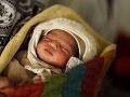 Lekárku odsúdili podmienečne na trest smrti: Predávala novorodencov!