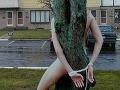 Vo Zvolene vyčíňa sexuálny úchyl: Tínedžerky (15) priviazal ku stromu a zneužil!