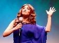 Neuveriteľné VIDEO: Talentovaná komička spieva známy hit hlasmi 19 speváčok!
