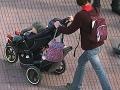 Nehorázna drzosť v Petržalke: Zlodej zbil matku s dieťaťom v kočíku, kvôli 5 eurám!