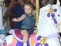 Krásna Harper Beckham rastie ako z vody: Konečne sa šťastne usmieva!