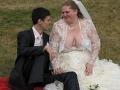 Najhoršie svadobné šaty roka: Odhaľujú zdeformované prsia nevesty