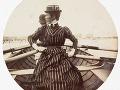 Veslujúca žena v loďke, cca 1890.