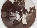 Deti s fúrikom, asi 1890.