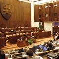 Poslanci budú rokovať o nafte a mýte