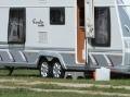Netradičné bývanie manželov Lakatošovcov: Žijú v karavane na pražskom moste!