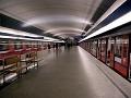 Tragédia v pražskom metre: Muž spadol pod vlak!
