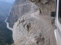 Z tohto VIDEA pustíte do gatí: Najšialenejšia cesta na svete!