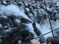 Protesty ochromili Kyjev: Stotisíc demonštrantov v uliciach, ťazkoodenci a slzný plyn!