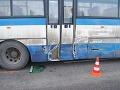 Zrážka autobusu a nákladného auta si vyžiadala šesť zranených