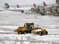 Sneženie komplikuje dopravu v Nemecku: Najväčšie letisko zrušilo 170 letov