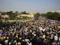 Krvavý útok na thajských demonštrantov: Po výbuchu zahynulo aj malé dievčatko