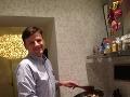 Varíme vianočné špeciality s poslancami: Hubová polievka od Alojza Hlinu!