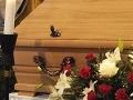 Pokoj nemá ani po smrti: Nebožtíka pred obradom okradli zvolenskí pohrebáci