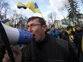 Po zranení opozičného vodcu vyšlo do ulíc Kyjeva 50 000 ľudí