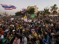 Tisíce demonštrantov blokujú ulice v Bangkoku: Chcú odstúpenie vlády