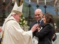 Pápež chce na Valentína poskytnúť osobitnú audienciu pre snúbenecké páry
