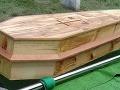 Dcéra sa chcela naposledy rozlúčiť so zosnulou mamou: V rakve ležala cudzia žena