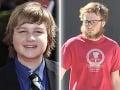 Angus T. Jones sa zo zaguľateného dieťaťa zmenil na pochudnutého bradáča.