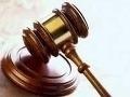 Obvinený z podvodu, falšovania a zneužitia právomoci: Aj tak pracuje v štátnej správe